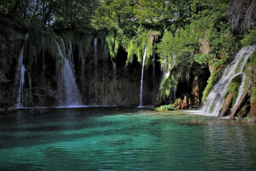 green-water-5264864_1920